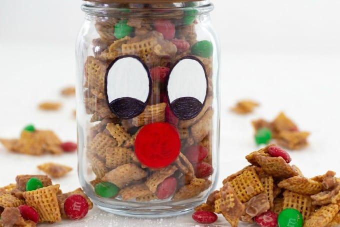 Fill your Christmas mason jar with yummy treats