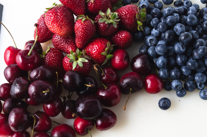 Berries and cherries for white sangria