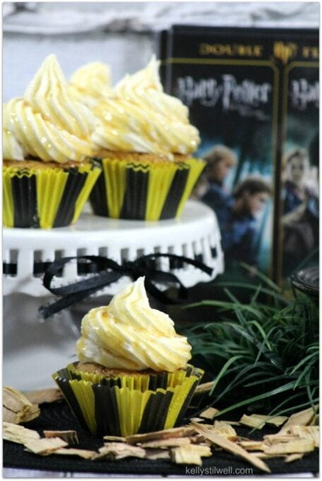 Butterbeer cupcakes with red and black cupcake papers