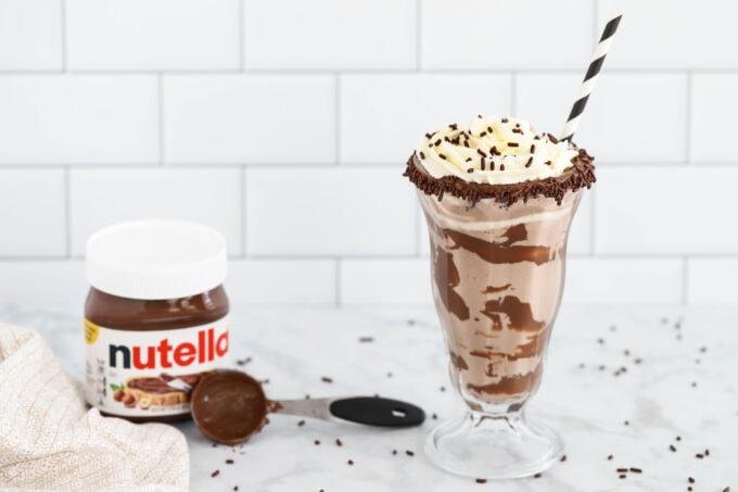 Nutella milkshake with Nutella and measuring spoon