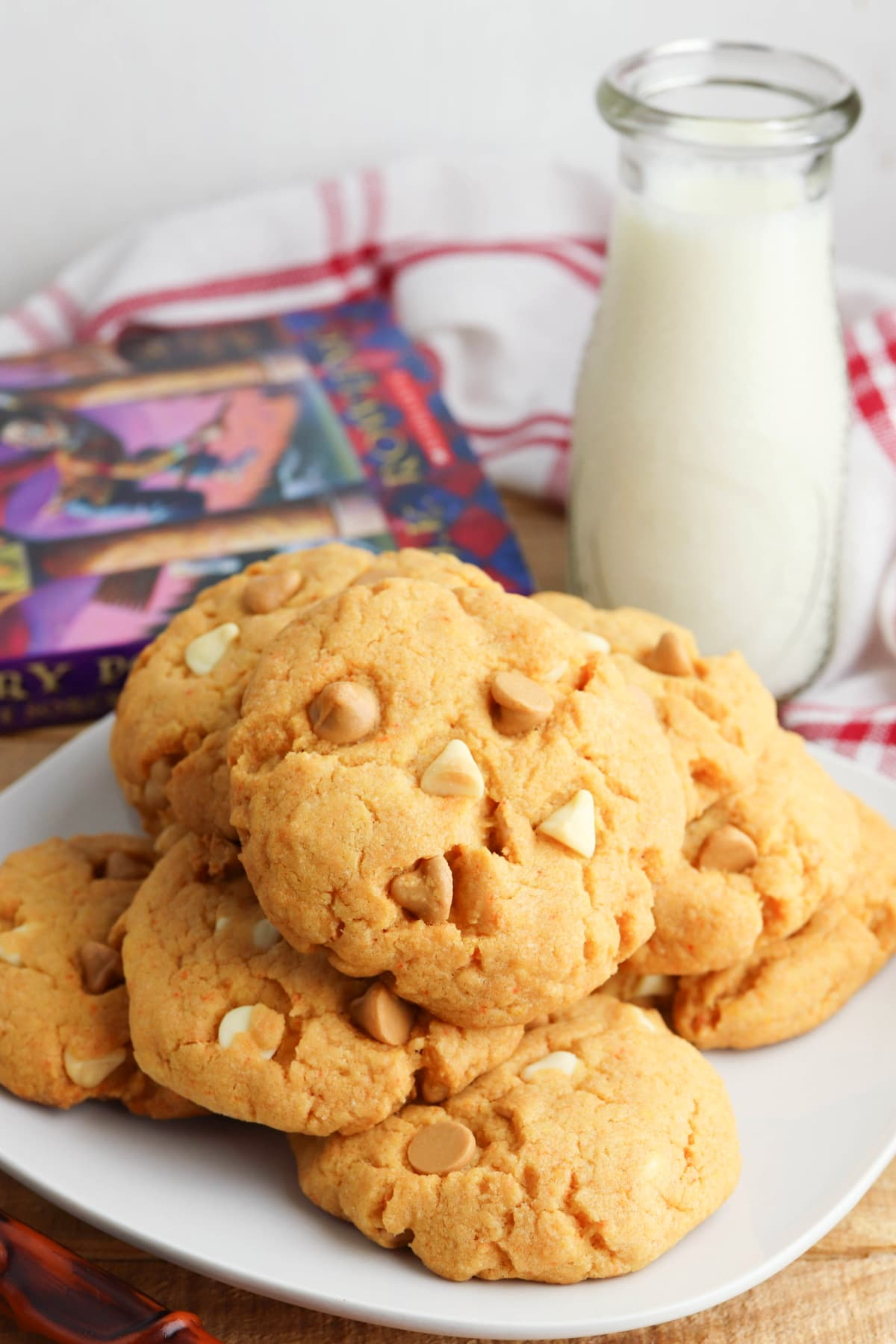 Harry Potter butterbeer cookies on white plate
