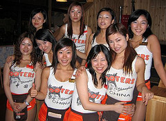 https://i2.wp.com/funnybusiness.typepad.com/funnybusiness/images/hooters_girls_china.jpg