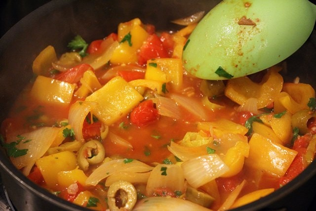 Stir parsley and peppers gently into sauce