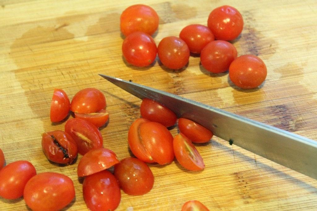 Halve tomatoes
