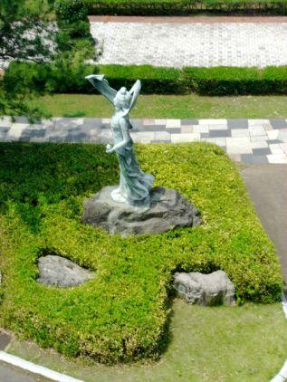 稲毛記念館前の銅像