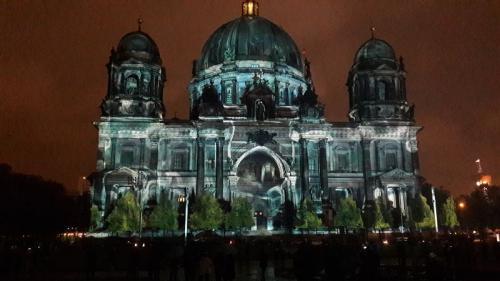 k-Berliner Dom beleuchtet beim Festival Of Lights (12)