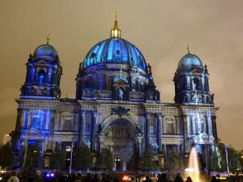 k-Berliner Dom beleuchtet beim Festival Of Lights (41)