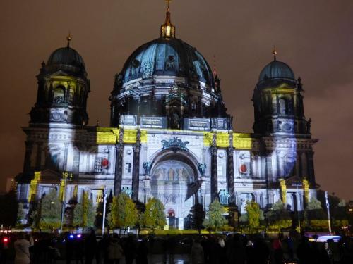 k-Berliner Dom beleuchtet beim Festival Of Lights (46)