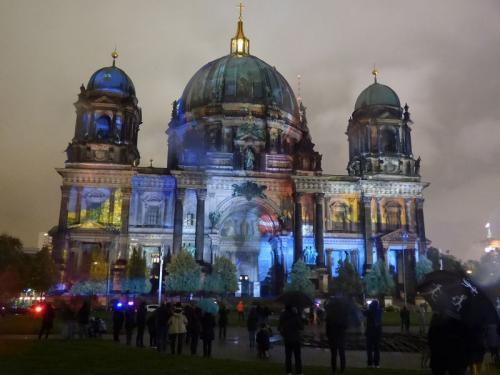 k-Berliner Dom beleuchtet beim Festival Of Lights (56)