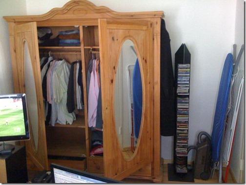 Kleiderschrank mit Stell-Ecke