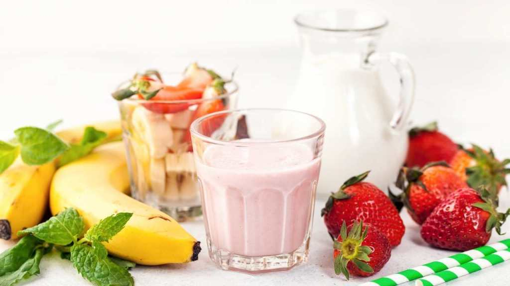 Make Strawberry And Banana Smoothies ingredients