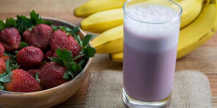 Make Strawberry And Banana Smoothie Recipe