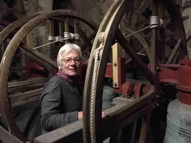 Learning to ring : Lynda Haggie and Annie Longstaff