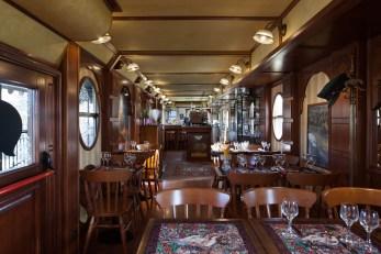 sala vista verso il bancone bar