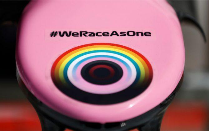 #WeRaceAsOne ci sarà anche nel 2021: la barzelletta continua.