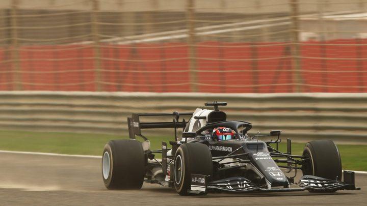 Tsunoda apriva il DRS prima nei test: 2 decimi il vantaggio su Verstappen.