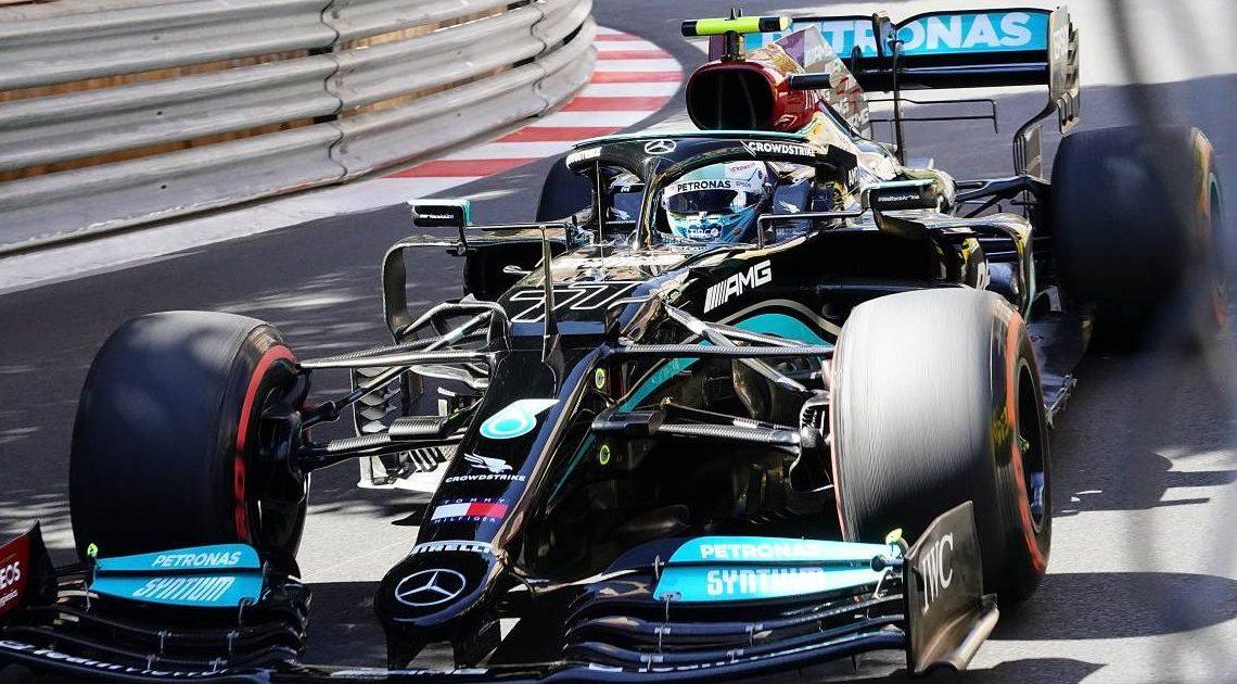 La ruota di Bottas è ancora attaccata alla W12: il dado è bloccato.