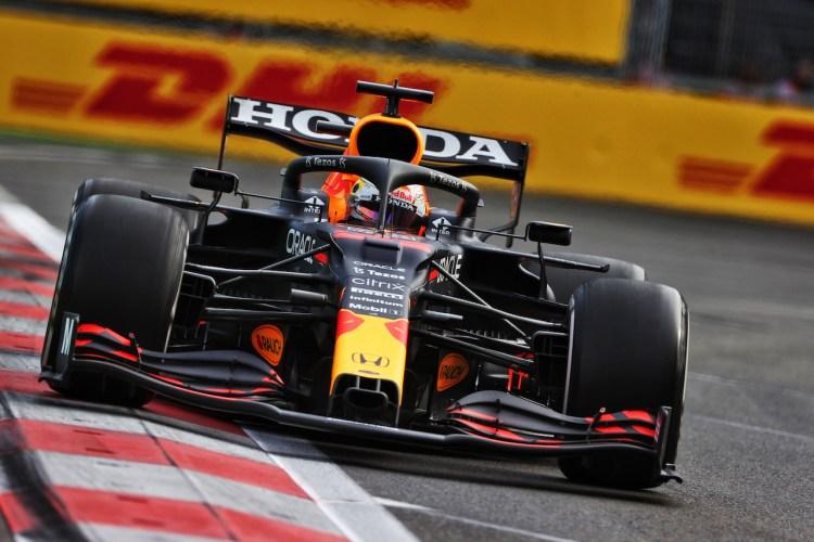 Max Verstappen a bordo della propria Red Bull RB16B