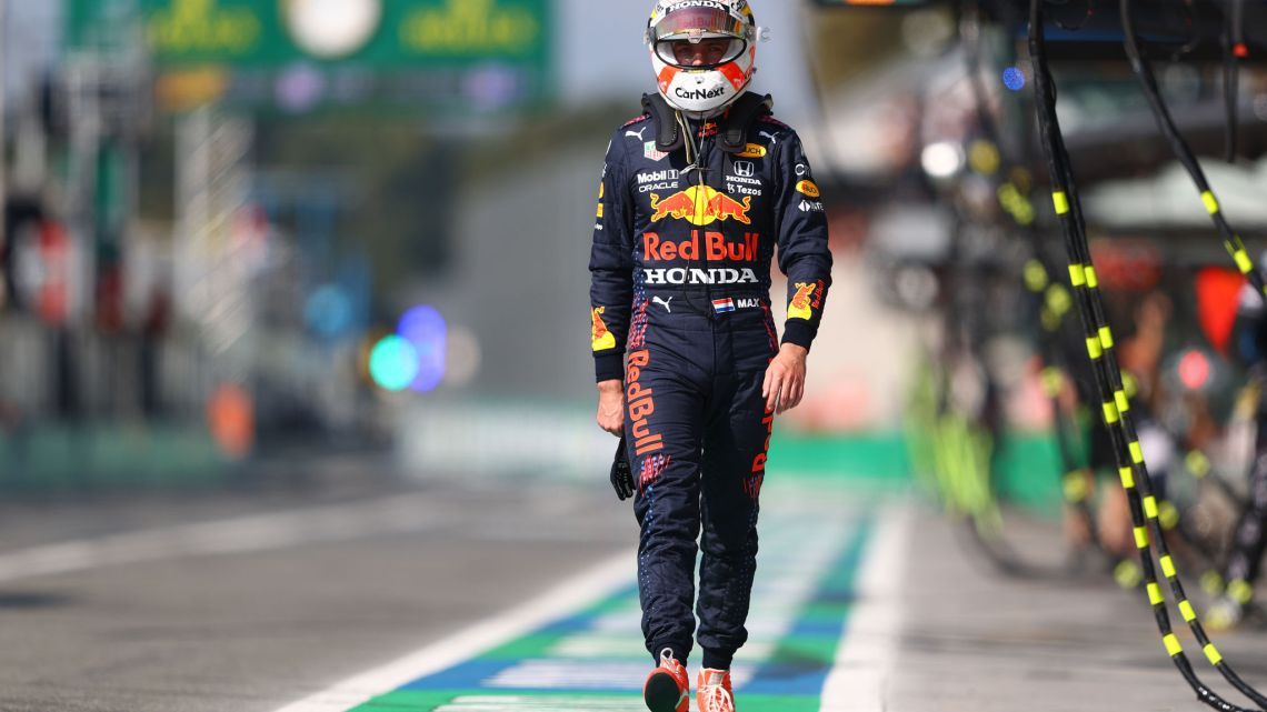 Cosa è andato storto nella sosta lenta di Verstappen?