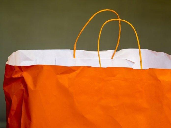 illustrations uniqlo sac papier - Uniqlo dit adieu aux sacs en plastique