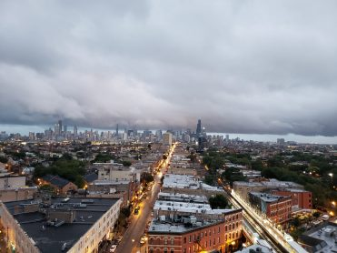 Look at that spoopy Chicago skyline!
