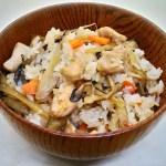 炊いたご飯に混ぜるだけ『鶏とごぼうの混ぜご飯』のレシピと作り方