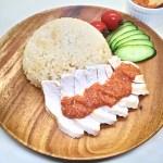 鶏肉とご飯を一緒に炊き込む『カオマンガイ(海南チキンライス)』のレシピと作り方