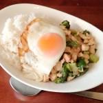 タイの国民食『ガパオライス(パッ・ガパオ・ガイ)』のレシピと作り方