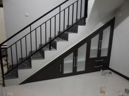 desain lemari bawah tangga terbaru (1)
