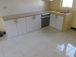 kitchen set bentuk l minimalis warna putih (3)