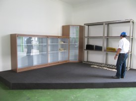 pesan-lemari-pajangan-etalase-showcase-untuk-kantor-2