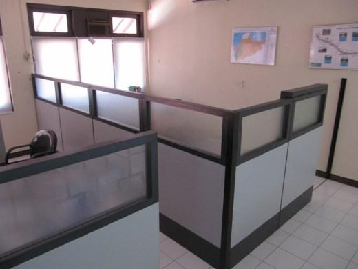sekat-kantor-pintu-geser-1