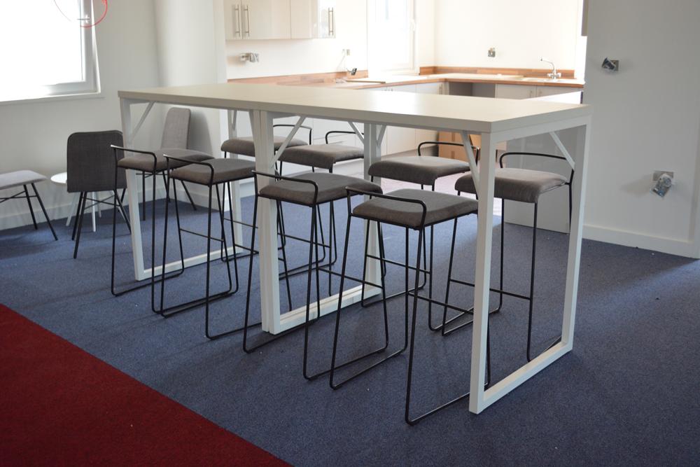 breakfast-bar-high-table-stools-kitchenette