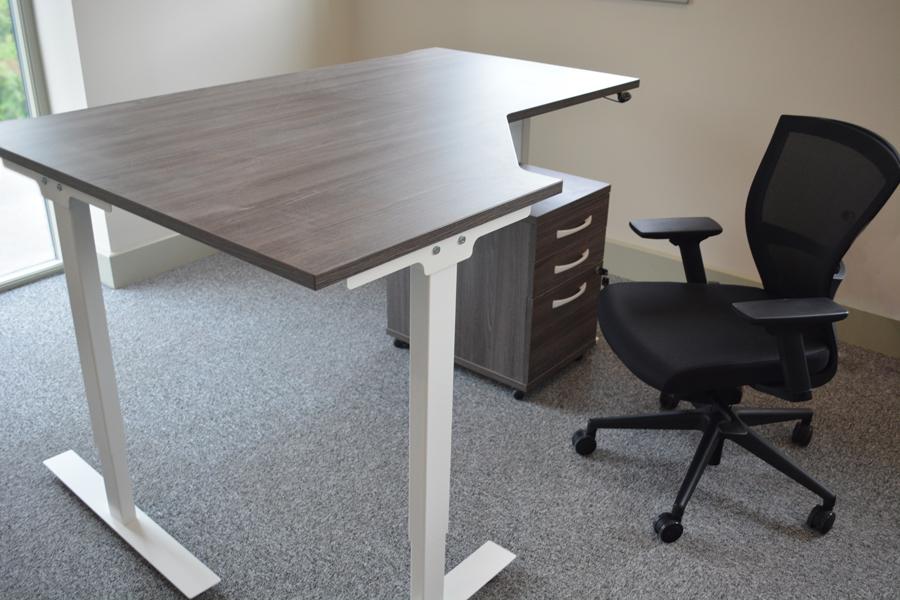sit-stand-desk-height-adjust-bestuhl-mesh-chair-anthracite-pedestal