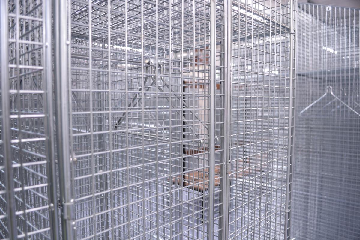 wiremesh-locker-mesh-wire-changing-room-bench-uk-construction-site-worker-welfare