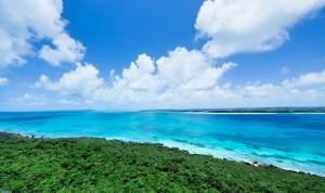 吸い込まれるような宮古島の海と雲