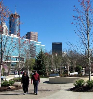 Los edificios dominan el paisaje desde cualquier ángulo. Atlanta es tierra negra.