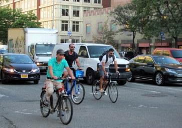 Tres bicis en West Broadway NY
