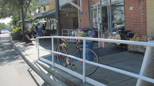 Bicicleta frente al puerto