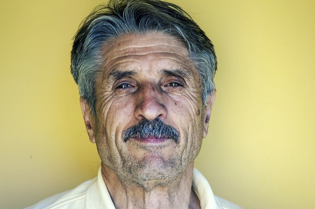 穏やかな笑顔の老人