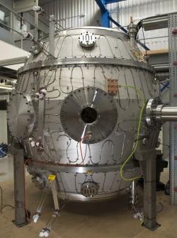 Tokamak Energy's ST40 fusion reactor - 250 (Tokamak)