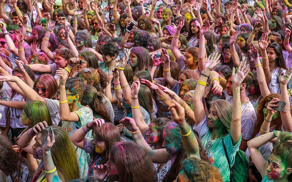 celebration-crowd-event-2283996-min