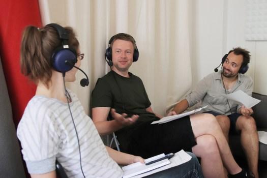 Miriam Menzel, Ronny Blaschke und Dominik Schottner im Audio-Studio der KOOPERATIVE BERLIN (c) Katharina Frucht