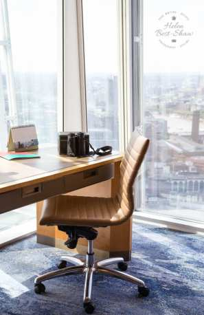 Desk in the Shangri La Hotel London at the Shard