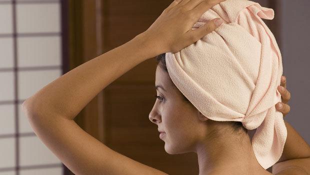 حمام الزيت الدافئ لعلاج الشعر التالف