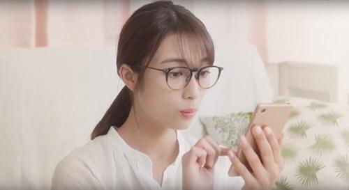 ラクサス(Laxus)のCM女優は誰?バッグレンタルの眼鏡の女性はモデル?