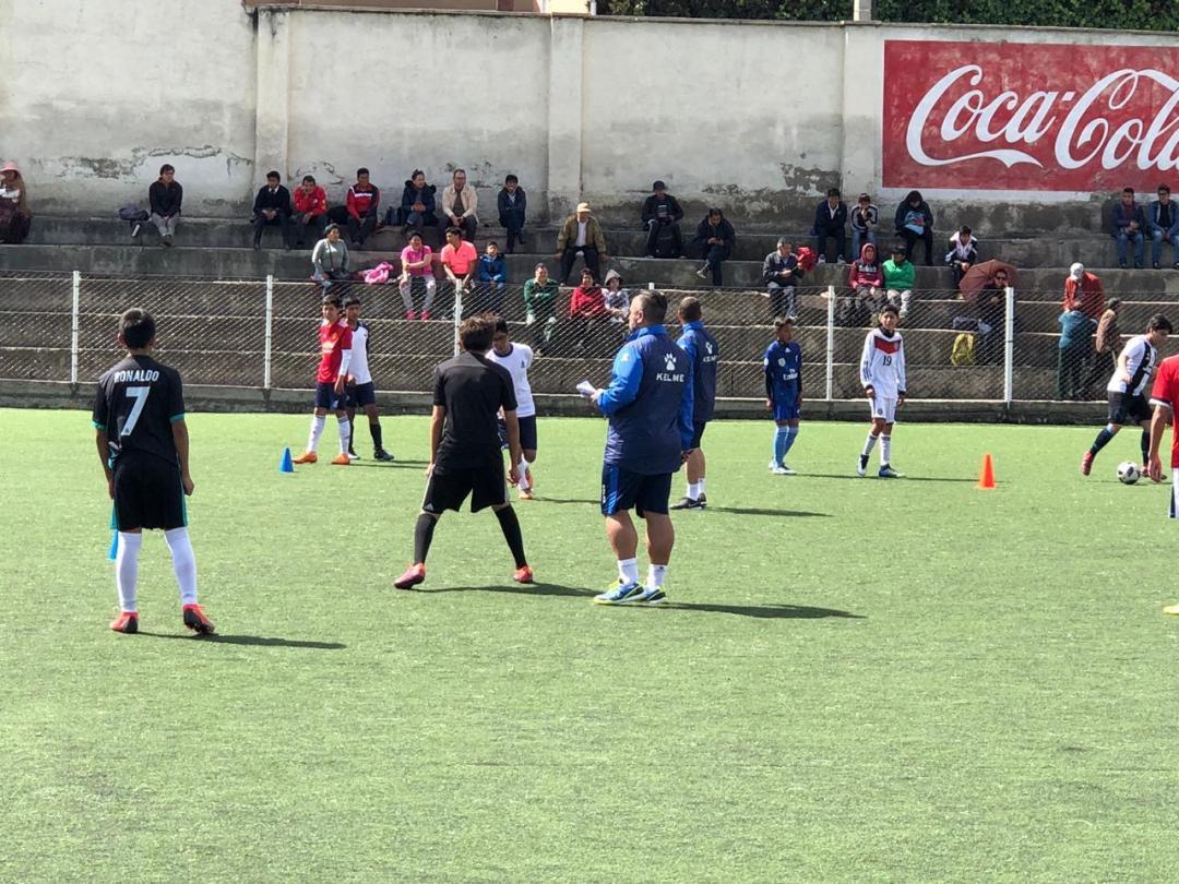 club profesional de españa buscando talentos de fútbol en bolivia