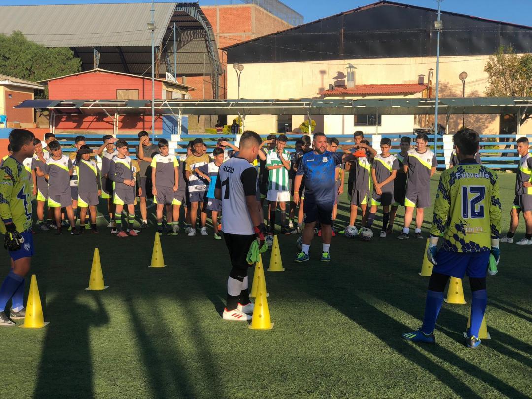 pruebas de talentos futbolísticos de club español en bolivia