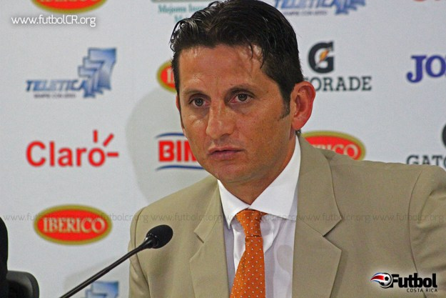 Ronald González en conferencia de prensa esta mañana se despidió de su cargo.