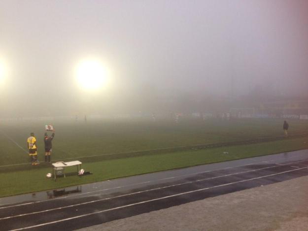 Una fuerte neblina suspendió por unos minutos el encuentro en Coronado a los 80' de juego. Foto: Cortesía AD Carmelita